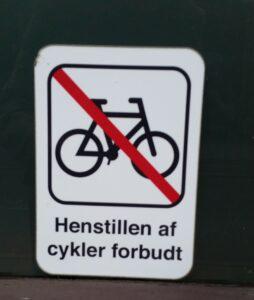 Förbudsskylt för cykelparkering på danska